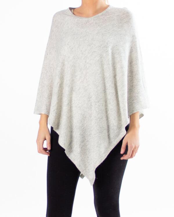 Lys grå poncho av kasjmir / cashmere uten knapper